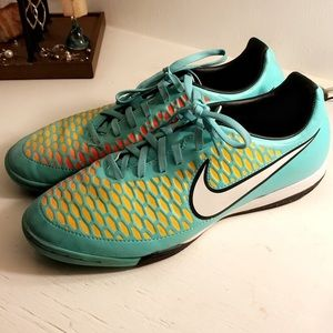 NIKE Magista Indoor Soccer Shoes